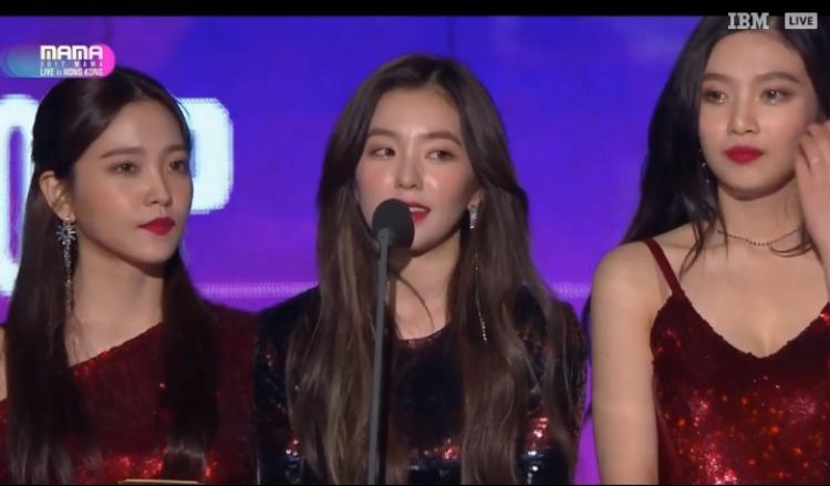 Vượt qua TWICE, G-Friend, Red Velvet ẵm chiếc cúp Nhóm nhạc nữ xuất sắc nhất.