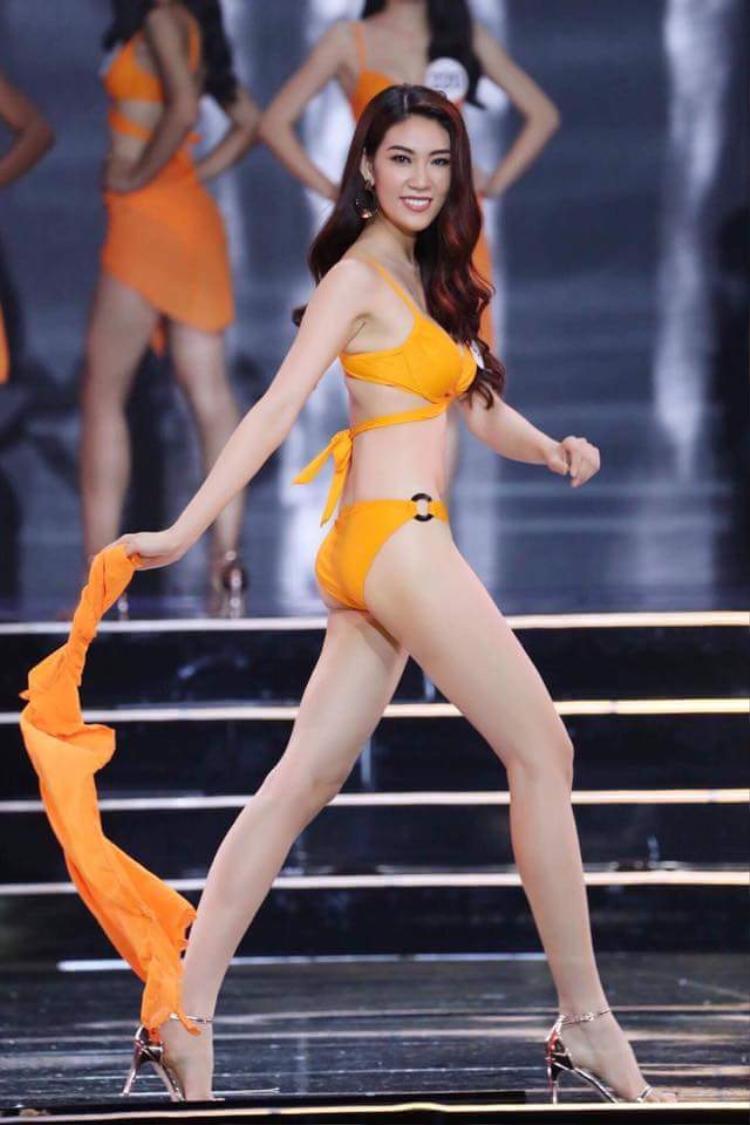 Chỉ đến đêm thi bán kết, người hâm mộ mới có dịp nhìn ngắm một Ngọc Thúy trong bộ bikini màu cam khá sexy. Tuy nhiên, nhiều nhận xét cho rằng cô có phần thể hiện còn khá mờ nhạt, kém tự tin so với các thí sinh khác trên sân khấu.