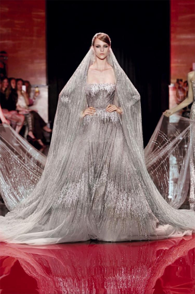 Ra đời từ năm 1982, cho đến nay, những bộ váy cưới mang thương hiệu Elie Saab vẫn luôn nắm giữ vị trí số 1 trong lòng biết bao cô gái.