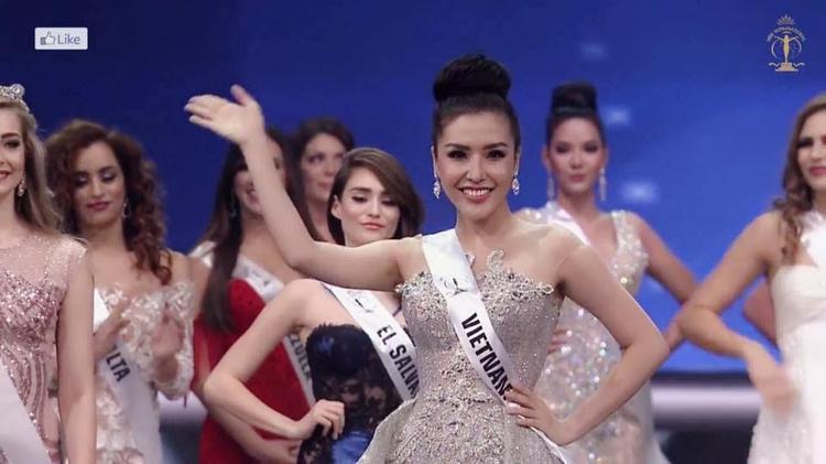 Á hậu Khánh Phương khoe hình thể quyến rũ.