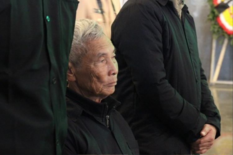 Trung tá Trần Văn Vang sinh ra trong gia đình thuần nông, trên quê hương Ninh Binh. Gia đình có 9 anh chị em, anh Vang là con thứ 6.