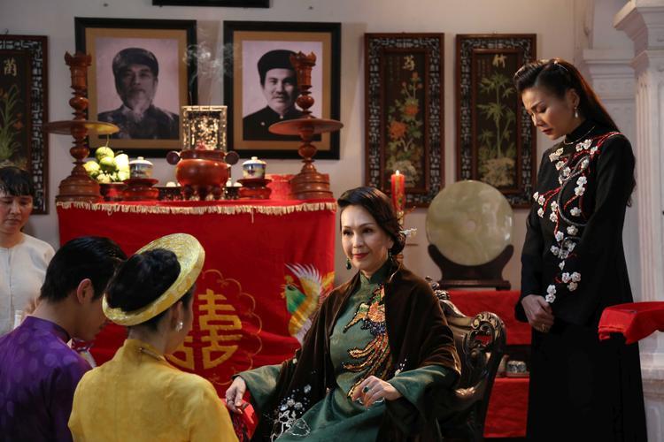 Mẹ chồng lồng ghép nhiều tình tiết về nét văn hóa xưa như tục cưới hỏi, hội làng tạo thích thú cho người xem