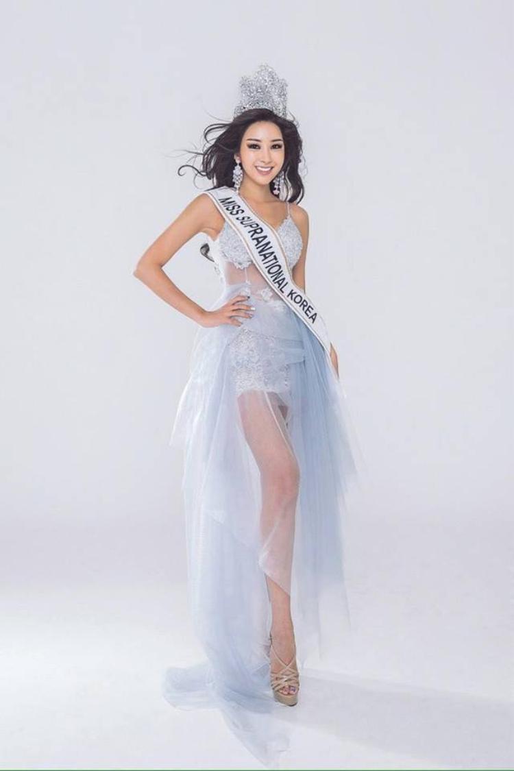 Jenny Kim có ngoại hình chuẩn không thua kém bất kỳ thí sinh nào của cuộc thi. Đây cũng là một trong những yếu tố giúp cô đăng quang ngôi vị Hoa hậu năm nay.