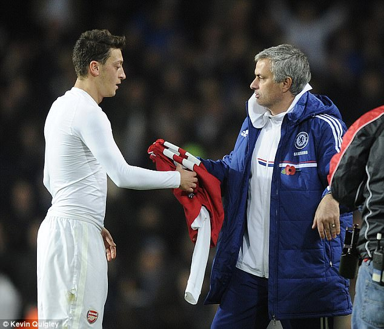 Ozil sắp đoàn tựu với Mourinho?