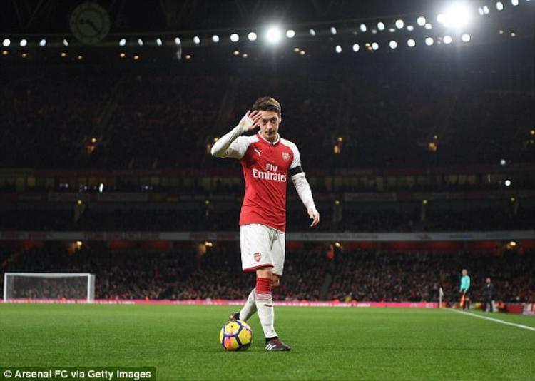 Ngày Ozil rời Emirates không còn xa.