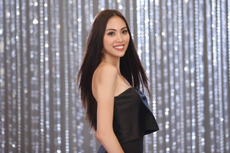 Thí sinh Hoa hậu Hoàn vũ Việt Nam ấp úng, đọc như trả bài ở show thực tế