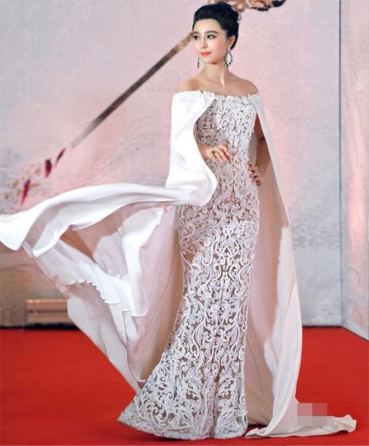 Chiếc váy Ralph & Russo Couture là một trong những chiếc váy đẹp nhất của Phạm Băng Băng, nó khiến cô như một nữ hoàng trên thảm đỏ sự kiện. Ngoài ra có những mẫu thiết được cô diện trên thảm đỏ đã được mua lại để triển lãm.
