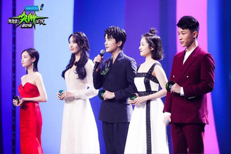Quá xuất sắc trong Bad Genius, Lynn-Bank được Phạm Băng Băng trao giải thưởng danh giá