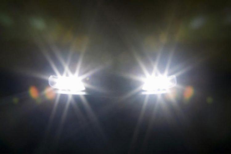 Đèn pha không được sử dụng một cách tùy tiện để tránh gây lóa mắt cho hướng lưu thông đối diện.