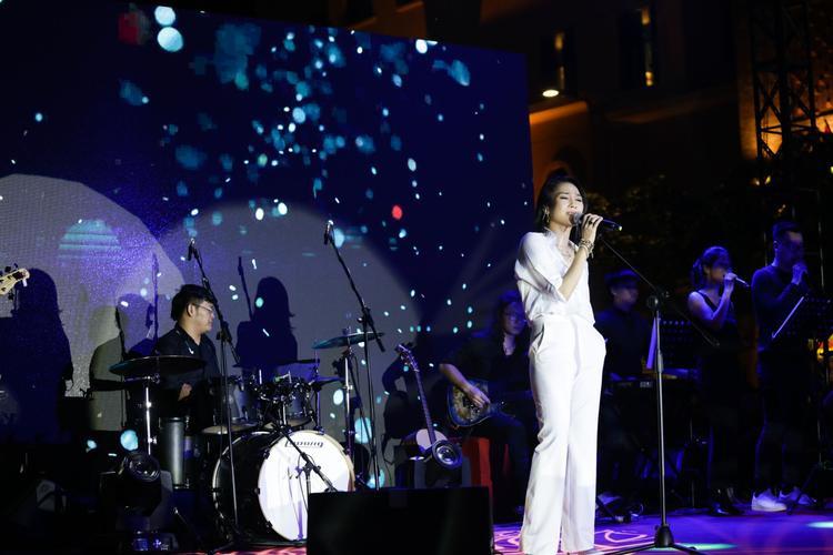 Những bài hát trong album phòng thu thứ 9 lần này của nữ ca sĩ gốc Đà Nẵng thuộc thể loại Pop Soul, cũng là dòng nhạc sở trường của cô.