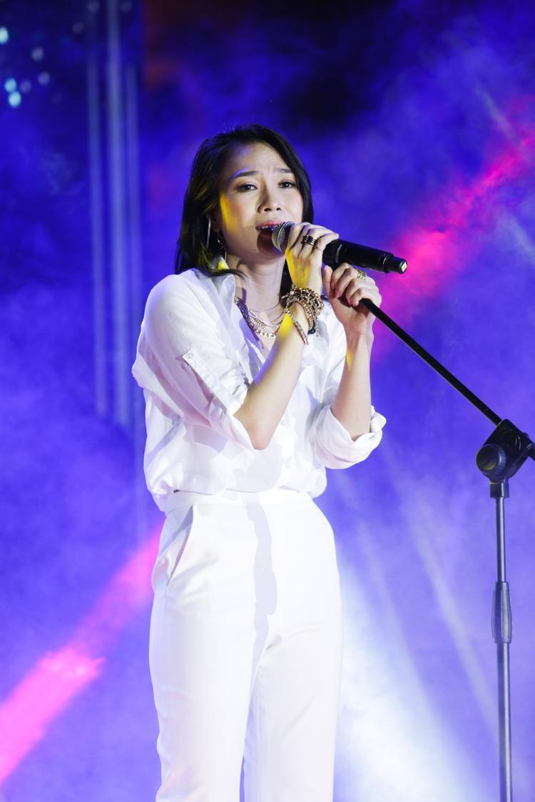 Toàn bộ các sáng tác được chính chủ nhân của album sắp xếp chi tiết và hợp lý theo những diễn biến của một chuyện tình đôi lứa.