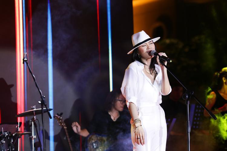 Để đảm bảo chất lượng âm thanh cho toàn bộ album, Mỹ Tâm đã nhờ đến ekip Hàn Quốc, cũng là những người bạn gắn bó với nữ ca sĩ từ album Vol.5 Vút bay, đảm nhiệm công đoạn cuối cùng trước khi Tâm 9 được ra mắt.