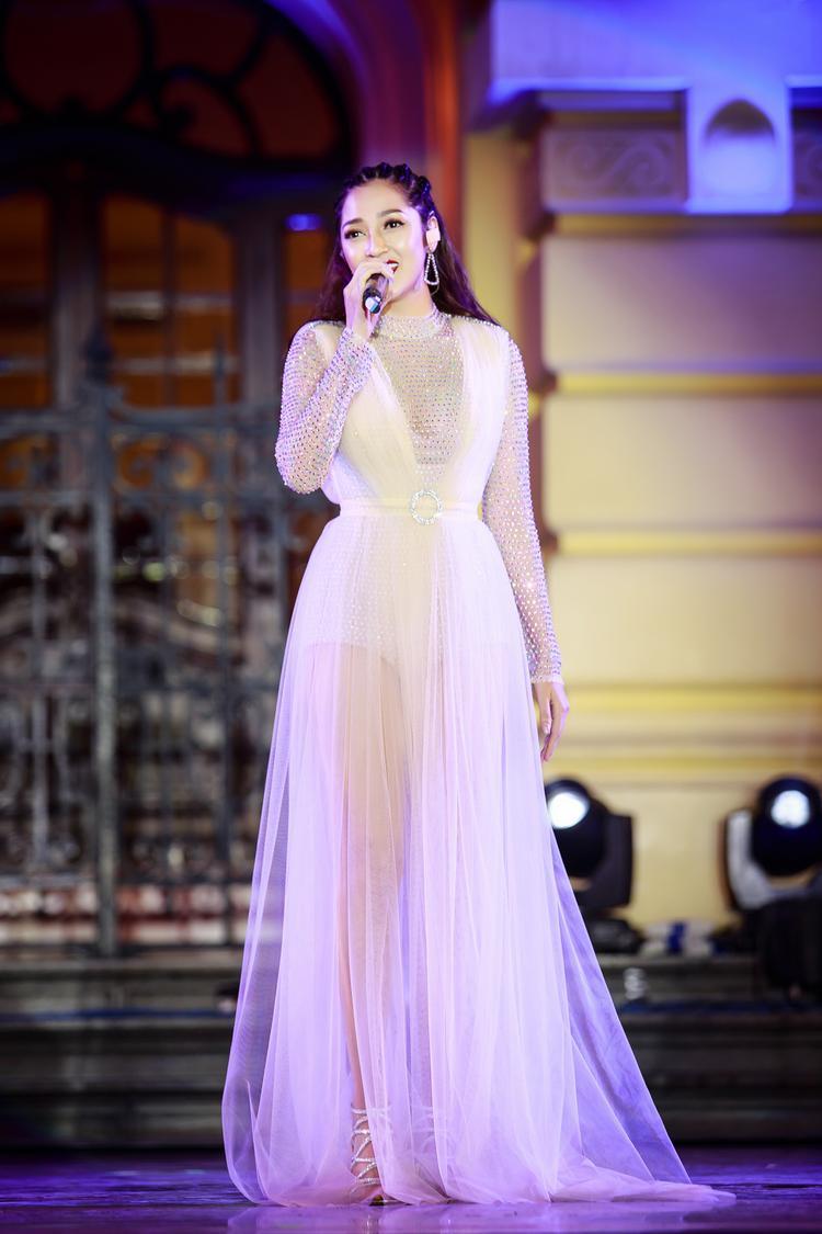 Hương Tràm hát nhạc Hàn, Bảo Anh cực sexy trong đêm nhạc cùng Ailee