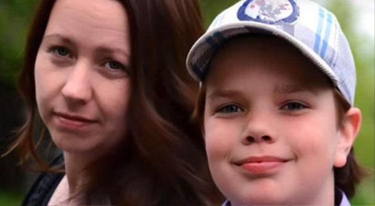 Chính mẹ của cậu bé là người phát hiện ra sở thích kỳ lạ của con trai.
