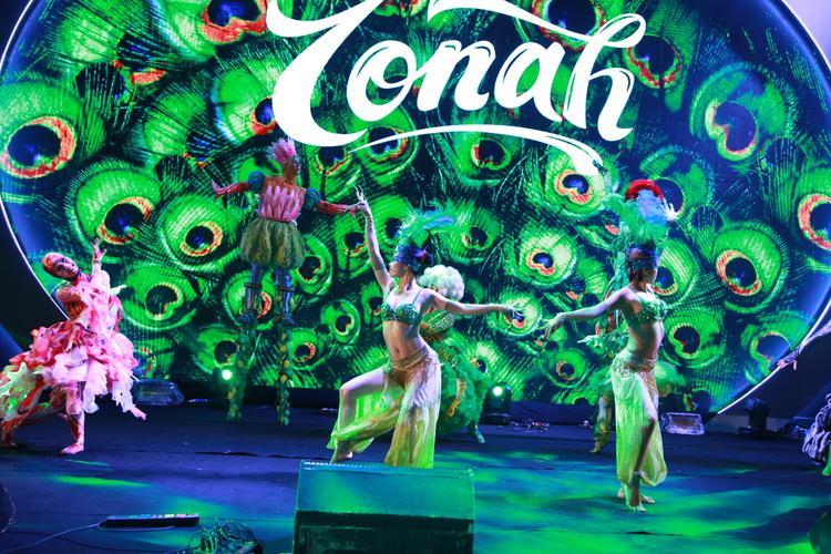 IONAH là chương trình nghệ thuật giải trí tổng hợp với sự kết hợp giữa nhiều loại hình nghệ thuật khác nhau như: Múa, kịch, xiếc mới, hip hop, nghệ thuật thị giác, âm nhạc, kỹ xảo, ánh sáng… và các công nghệ hiện đại khác để tạo ra những màn biểu diễn đặc sắc, mới lạ.