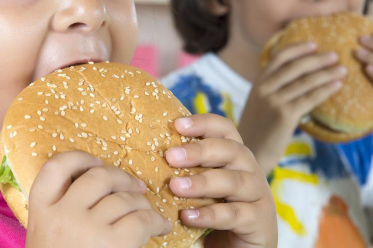 London cấm các cửa hàng thức ăn nhanh mở cửa gần trường học