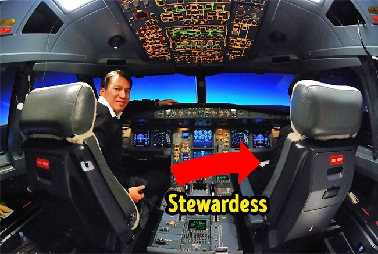 9. Các phi công sẽ thay phiên nhau vào nhà vệ sinh: Khi một trong hai phi công có nhu cầu sử dụng nhà vệ sinh, một tiếp viên hàng không sẽ đi vào buồng lái và chờ cho đến khi phi công đó trở lại. Điều này để tránh trường hợp phi công bị nhốt ngoài buồng lái, trong khi phi công còn lại đột nhiên bất tỉnh.