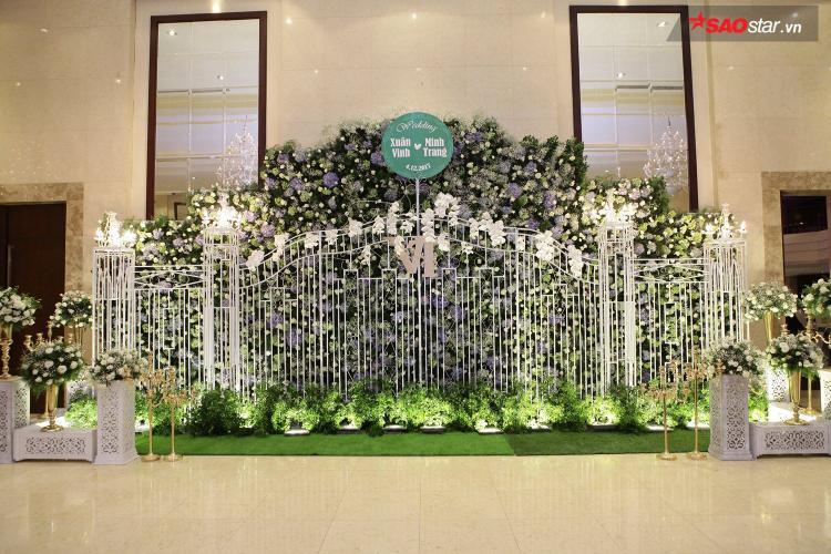 Tối 4/12, Vinh Râu của nhóm hài đình đám FAPtv đã tổ chức lễ cưới tại một trung tâm tiệc cưới lớn của Sài Gòn.