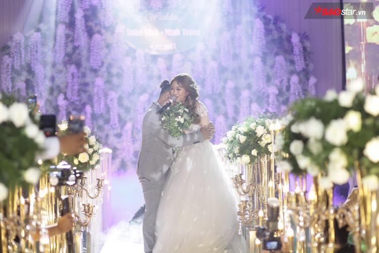 Vinh vốn bận rộn nên mọi việc cho đám cưới đều do Minh Trang chuẩn bị.