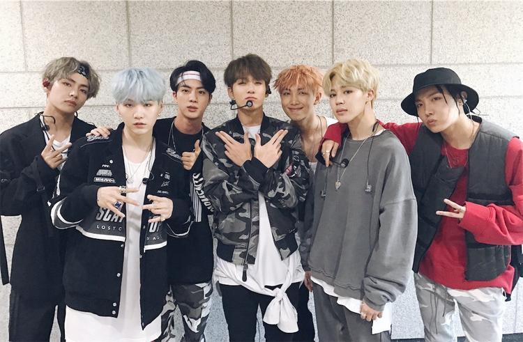 Không chỉ nắm giữ thứ hạng cao nhất, BTS còn là nhóm nhạc Kpop đầu tiên có ca khúc lọt vào BXH âm nhạc danh giá này. Trước đó, lịch sử Billboard Hot 100 cũng từng vinh danh ca khúc của 2 nghệ sĩ solo Kpop là Psy và CL(cựu trưởng nhóm 2NE1).