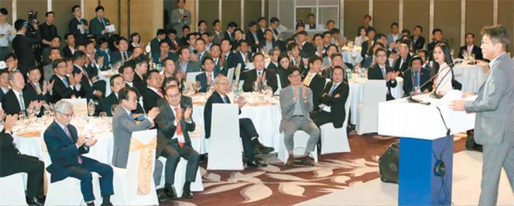 Lee Soo Man trong sự kiện tại Hà Nội chiều nay (góc phải).