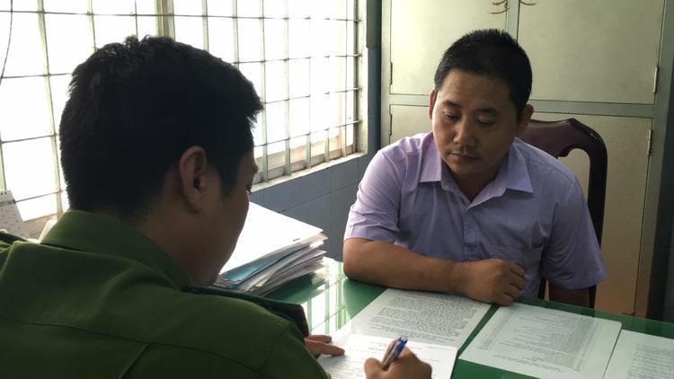 Lê Quang Long tại cơ quan công an.