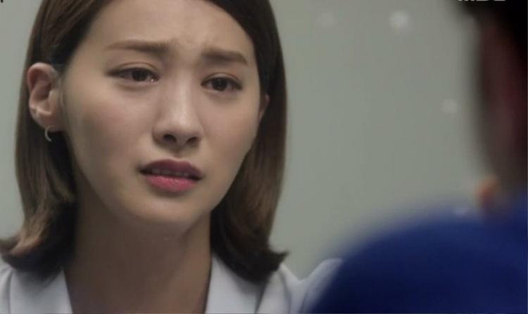 Cô gái trẻ bị người yêu mắng vì làm xấu mặt mình trước bạn bè. Lý do chỉ vì cô không trang điểm.