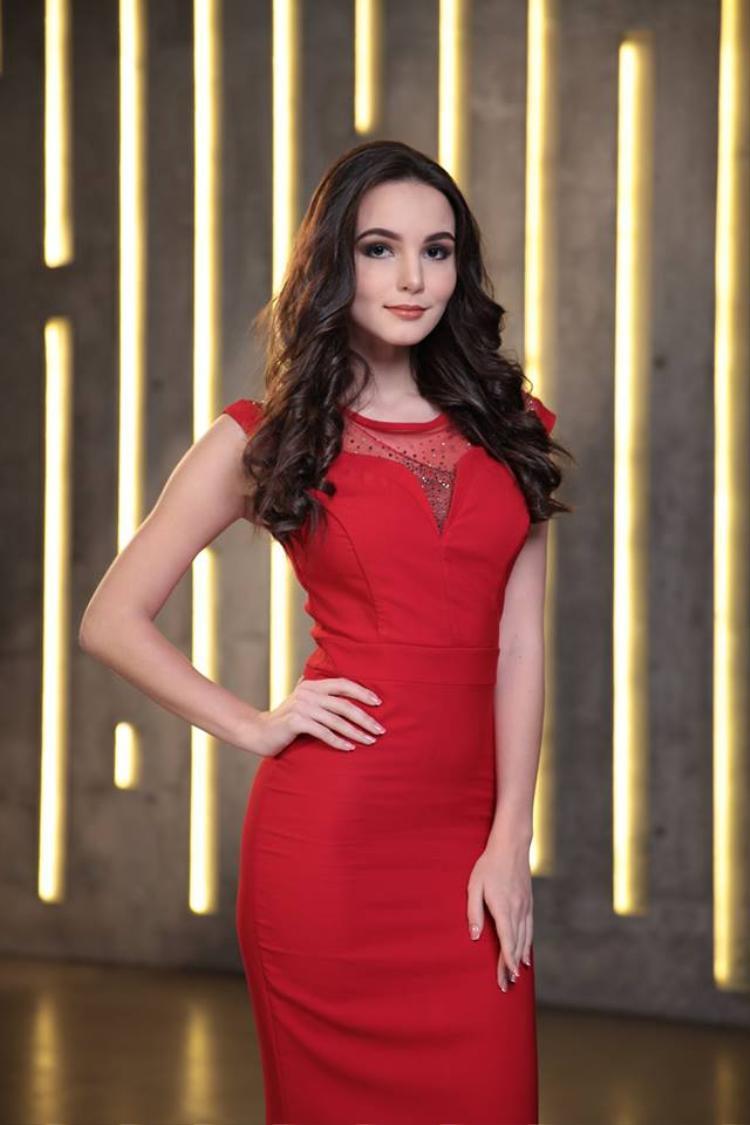 Với vẻ đẹp quyến rũ, kinh nghiệm dày dạn trên đấu trường quốc tế, cùng tinh thần nồng nhiệt và cách thể hiện xuất sắc tại các vòng thi phụ. Người đẹp Nga đã xuất sắc dẫn đầu bảng xếp hạng top những thí sinh được giới truyền thông đánh giá cao.