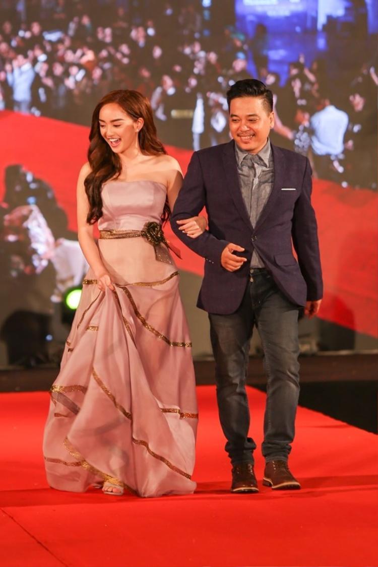 """Kaity Nguyễn lộng lẫy trên thảo đỏ Liên hoan phim Việt Nam. Cô diện bộ váy của nhà thiết kế Lý Quí Khánh, một người mà Kaity rất tin tưởng để giao phó """"phần nhìn""""."""