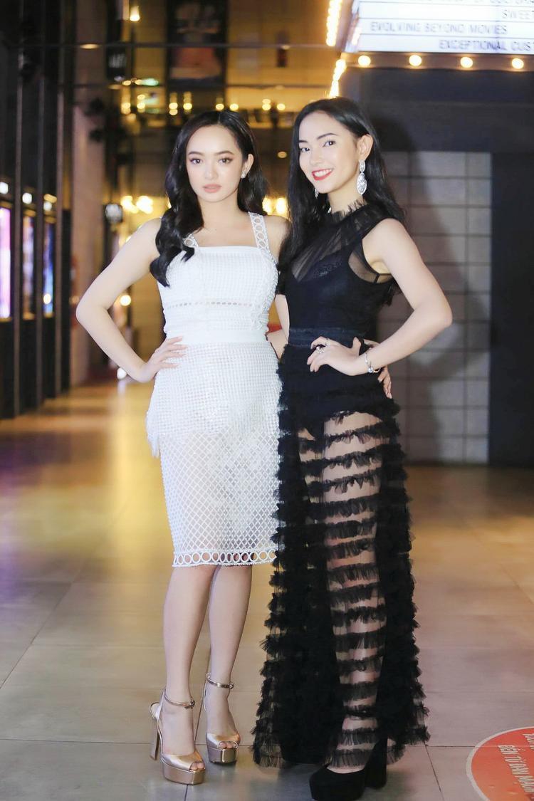 Ngay cả khi đứng cạnh một fashionista đình đám như Châu Bùi thì Kaity vẫn không hề lép vế. Nhìn hai cô nàng trẻ trung xinh đẹp một chín một mười.