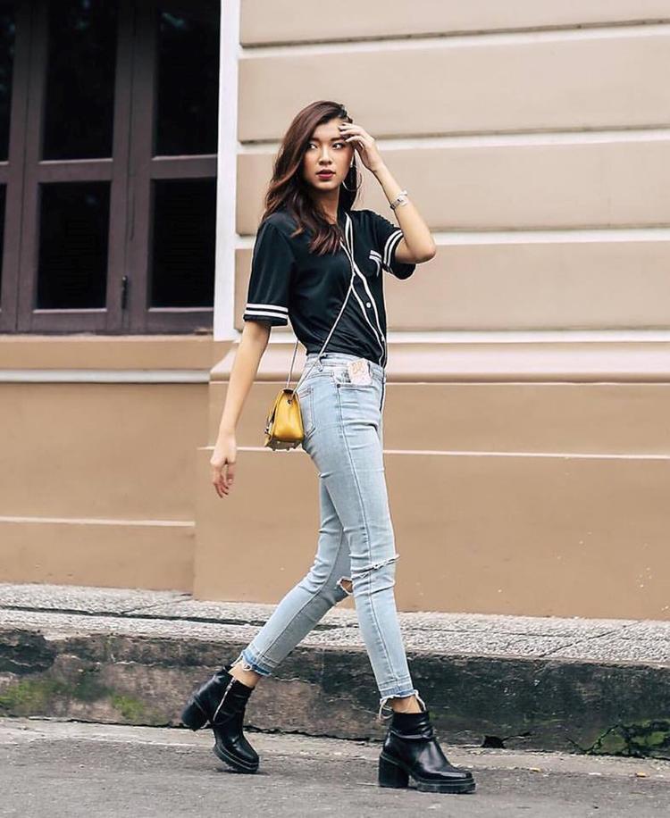 Hay đơn giản hơn, chỉ với quần jean cùng áo phông thế này, Đồng Ánh Quỳnh cũng đã có một set menswear tiện dụng.