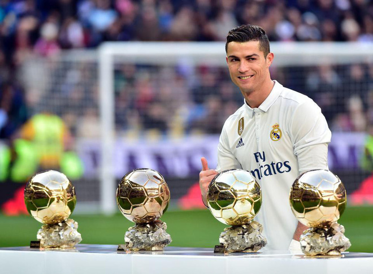 Siêu sao người Bồ Đào Nha được truyền thông dự đoán chắc chắn sẽ có được danh hiệu QBV thứ 5 trong sự nghiệp, cân bằng thành tích của Messi.