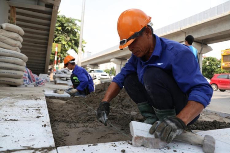 Chủ tịch Hà Nội yêu cầu tạm dừng các dự án lát đá vỉa hè chuẩn bị triển khai. Ảnh minh hoạ:Phong Vân.