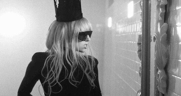Thời kì hoàng kim của Gaga, có thể nói cô gần như không có đối thủ. Tất cả sản phẩm của cô đều nhận được sự đón nhận cuồng nhiệt của toàn thế giới.