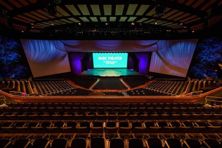 Bên ngoài và bên trong MGM Park Theater. Sức chứa của Nhà hát lên đến 5300 khán giả cho một buổi diễn.