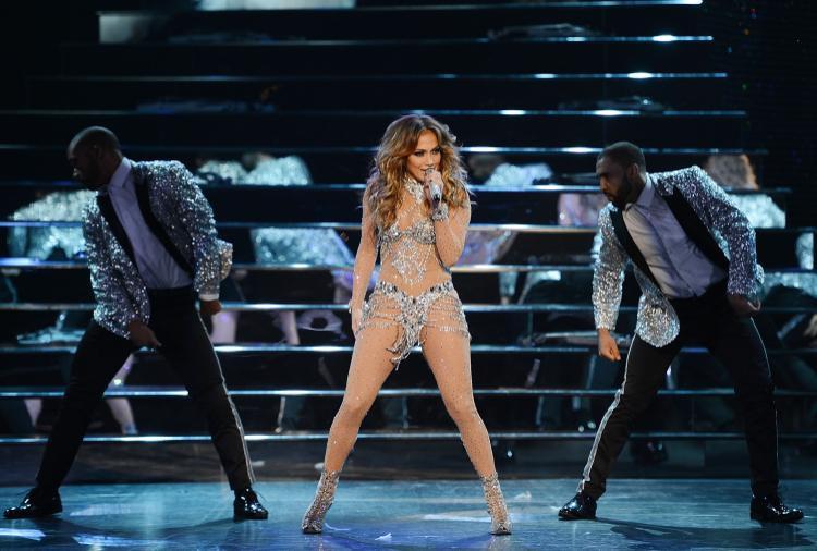 J.Lo cũng cực kì sung sức với những ca khúc latinh khuấy động sân khấu tại Vegas.