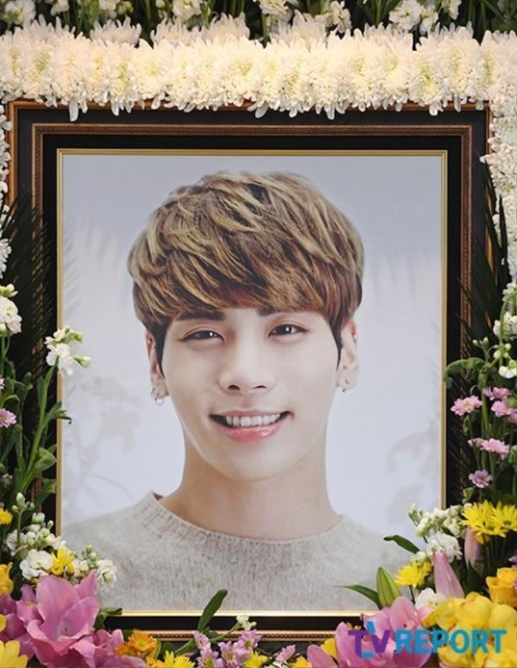 Di ảnh của Jonghyun khiến người hâm mộ không kiềm được nước mắt.