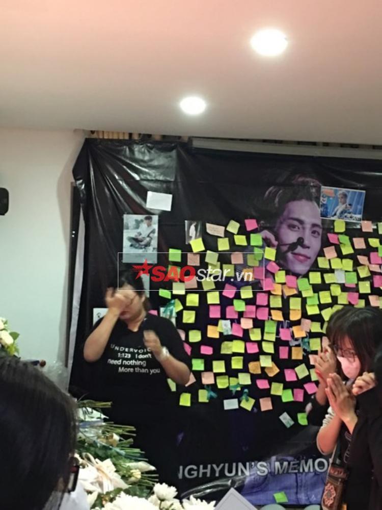 Các Shawol cầu nguyện cho Jonghyun, mong anh an nghỉ nơi thiên đường.