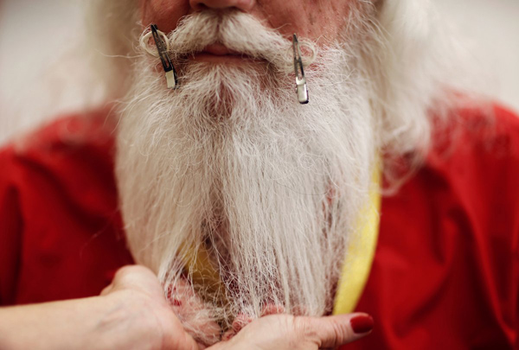 Đây là cách làm cong bộ râu của các ông già Noel.