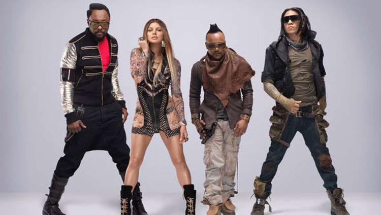 Apl.de.ap (thứ 3 từ trái qua) - thành viên nhóm nhạc đình đám thế giới một thờiBlack Eyed Peas sẽ đến Việt Nam vào cuối tháng 12/2017.