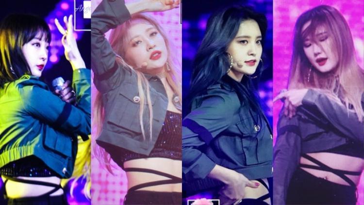 Các thành viên đều đeo ruy băng đen ở cánh tay.