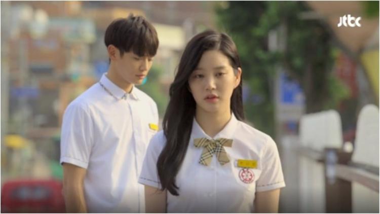 Sự vô tâm và hèn nhát khiến Kyunghwi vô tình bỏ lỡ người yêu thương nhất trong cuộc đời mình.