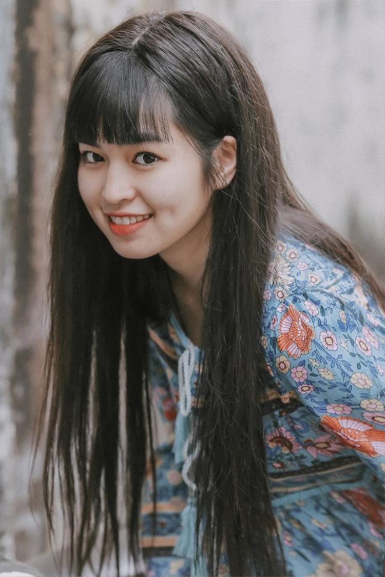 Combo mặt tròn, má lúm, cười xinh  nữ sinh 22 tuổi trông như học sinh cấp 3