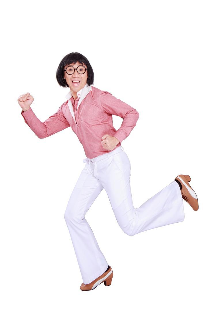 Tạo hình phong phú của nhân vật Tư Hậu. Từ áo hồng quần ống loe…