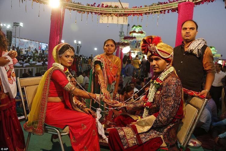 Tại buổi lễ, ông Mahesh Savani sẽ đích thân là người thực hiện Kanyadaan, một nghi lễ tiễn con gái về nhà chồng của người Hindu.