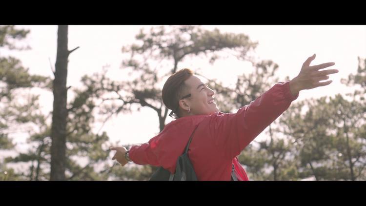 MV được thực hiện tại thành phố Đà Lạt mộng mơ.