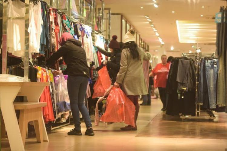 Trong ngày Boxing day, các mặt hàng từ quần áo, dày dép, đồ gia dụng cũng đều được giảm giá.
