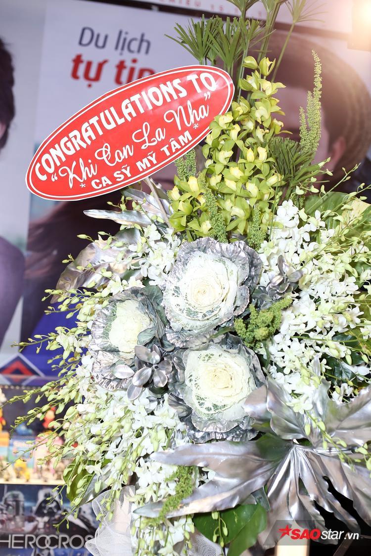 Ca sĩ Mỹ Tâm gửi hoa chúc mừng.