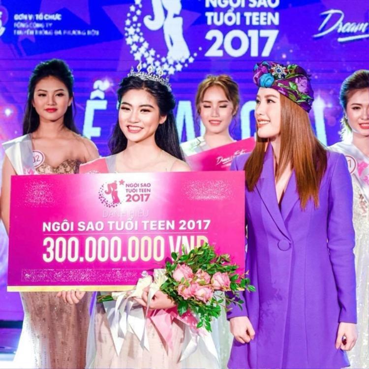 Nữ sinh 18 tuổi Nguyễn Bùi Nam Phương đăng quang ngôi vị cao nhất.
