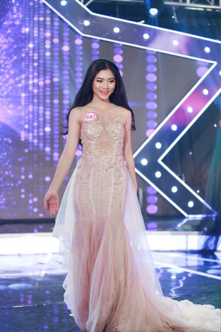 Nữ sinh áo dài bị chụp lén xuất sắc đăng quang Miss Teen 2017!